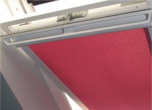 system rolet w kasecie do okien dachowych biała obudowa